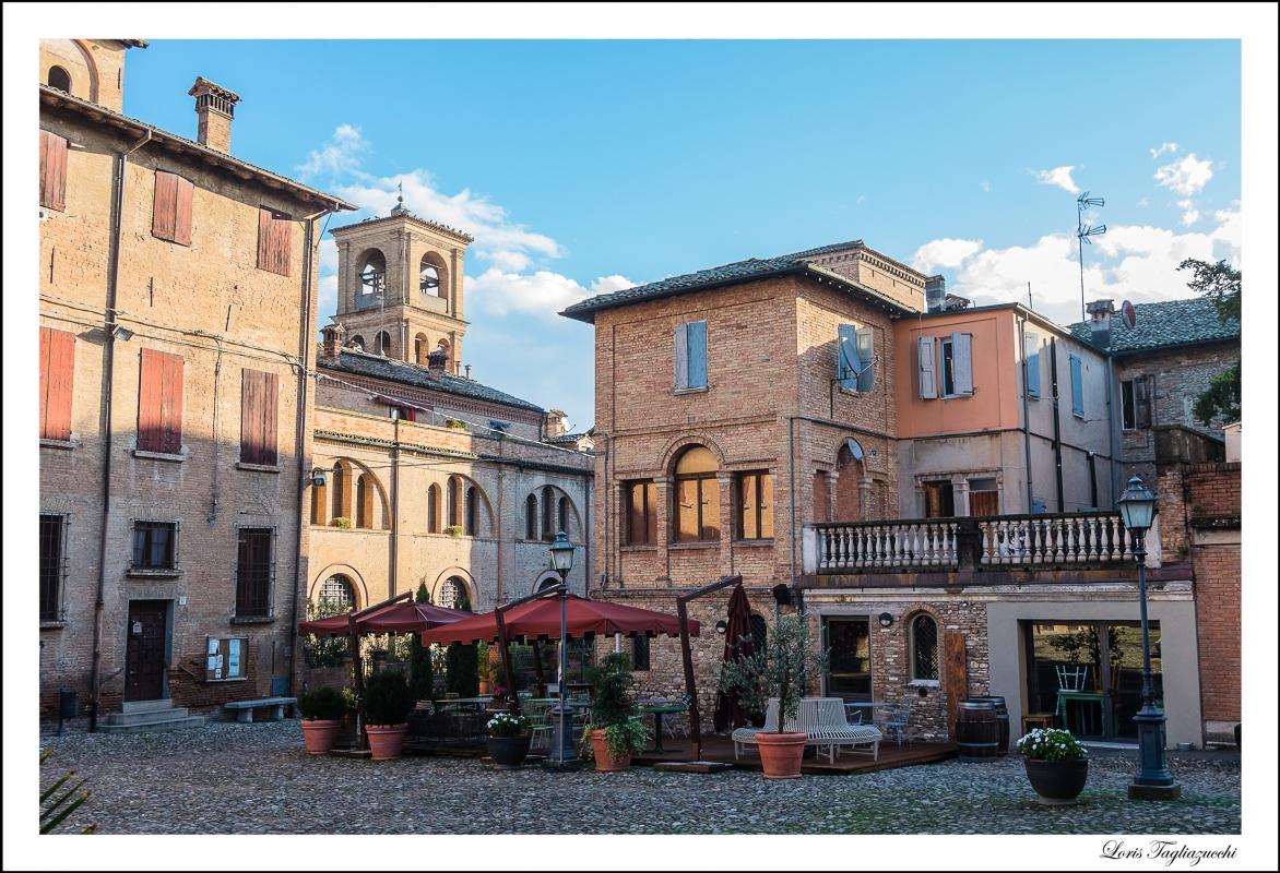 Piazza centrale Chiesa Parrocchiale - Loris.tagliazucchi - Castelvetro di Modena (MO)