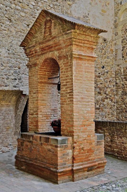 Il pozzo nel cortile della Rocca - Caba2011 - Vignola (MO)