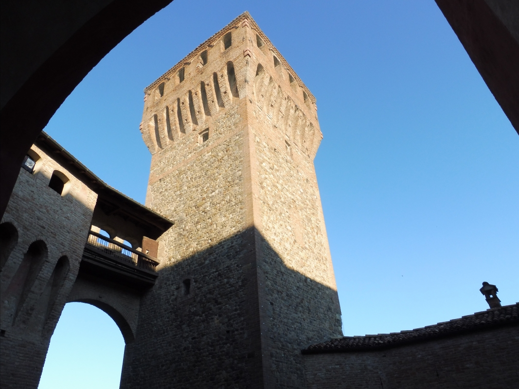 Mirco, Castello di Vignola, veduta sulla torre antica nonantolana - Mirco Malaguti - Vignola (MO)