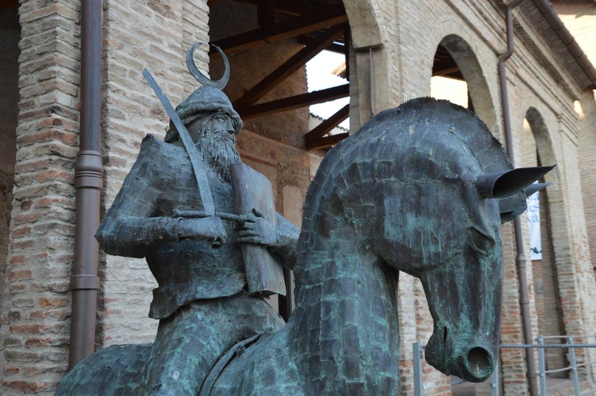 Cavalieri in piazza davanti alla rocca - Mauro Riccio - Vignola (MO)