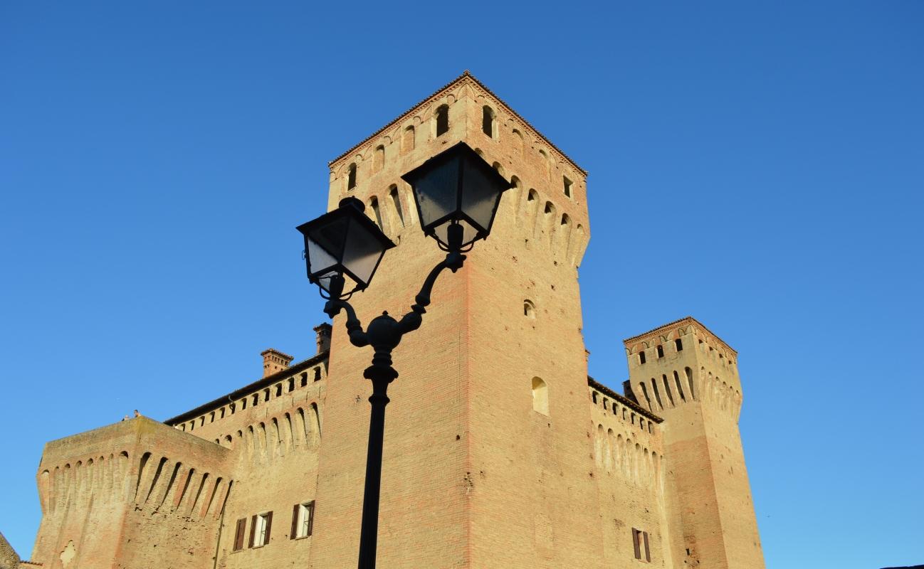 Castello di Vignola, veduta da Piazza dei Contrari - Cinzia Malaguti - Vignola (MO)