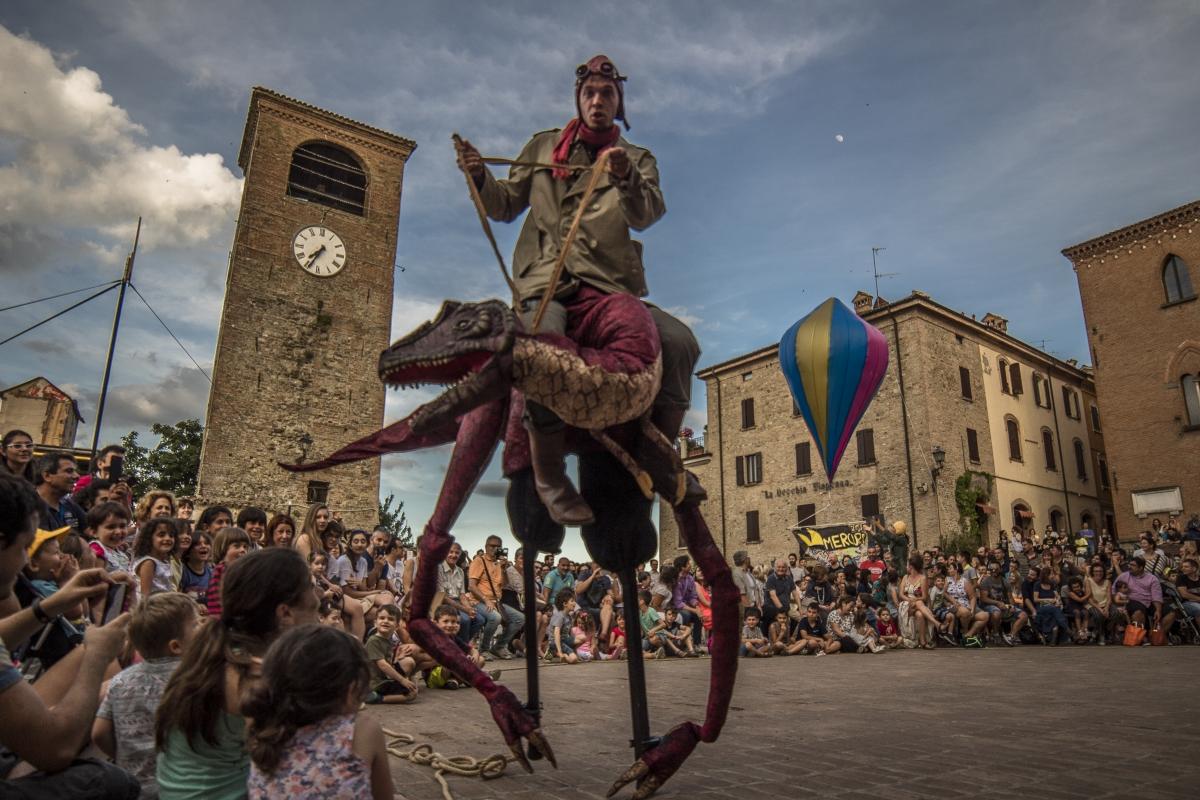 Il Mercurdo in Piazza della Dama (Piazza Roma) - Angelo nastri nacchio - Castelvetro di Modena (MO)