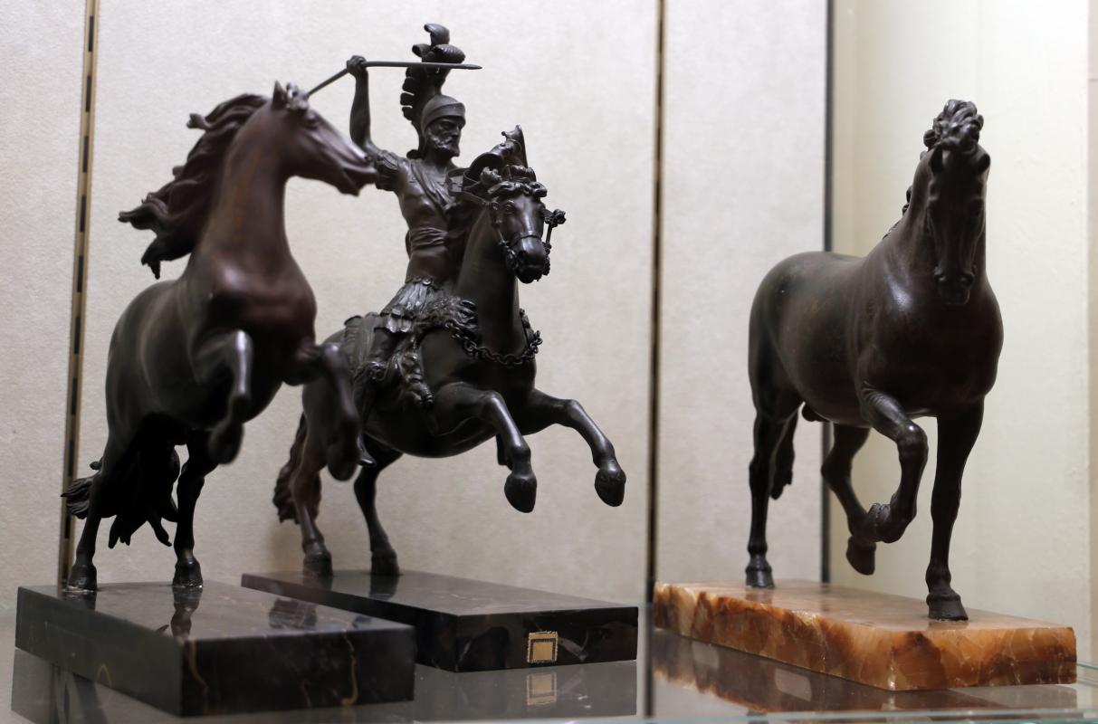 Bottega di pietro tacca, cavallo e guerriero a cavallo, e cavallo ricciuto della bottega del giambologna, 1600-50 ca - Sailko - Modena (MO)