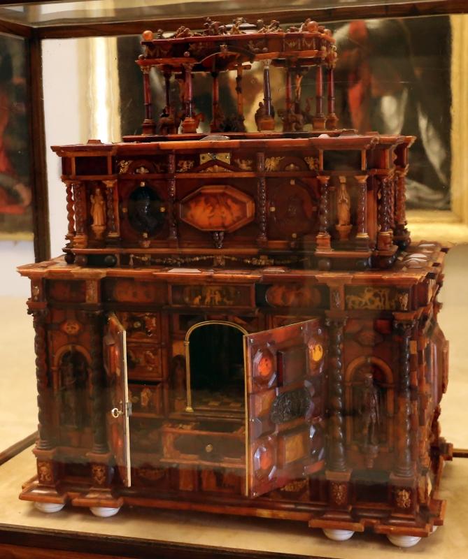 Manifattura tedesca, stipo in legno, ottone, vetro, ambra e avorio, 1625 ca. 01 - Sailko - Modena (MO)