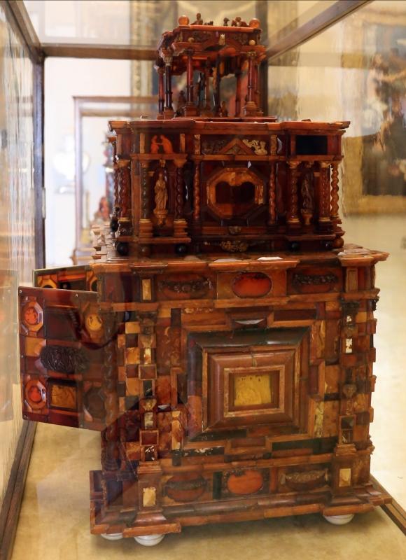 Manifattura tedesca, stipo in legno, ottone, vetro, ambra e avorio, 1625 ca. 02 - Sailko - Modena (MO)