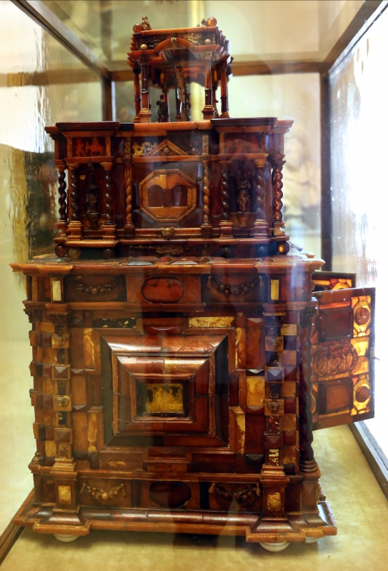 Manifattura tedesca, stipo in legno, ottone, vetro, ambra e avorio, 1625 ca. 04 - Sailko - Modena (MO)
