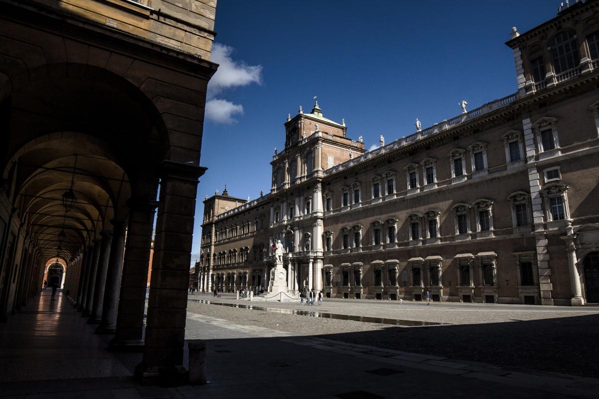 I portici di Piazza Roma - Angelo nastri nacchio - Modena (MO)