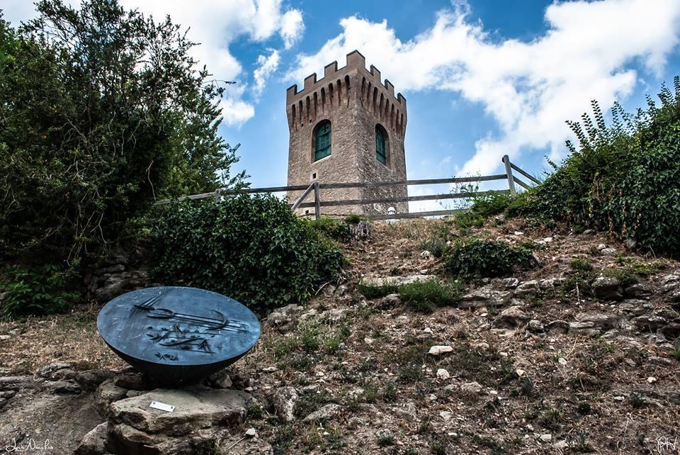 Il cielo azzurro sopra al Castello di Montecuccoli - Luca Nacchio - Pavullo nel Frignano (MO)