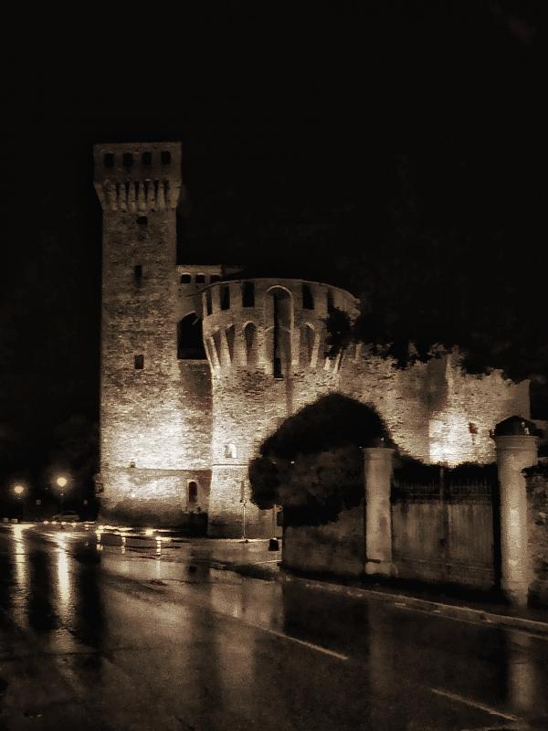 20170919000200-01-01-01Vignola la Rocchetta e la torre Nonantolana in una notte buia e tempestosa - Massimo F. Dondi - Vignola (MO)
