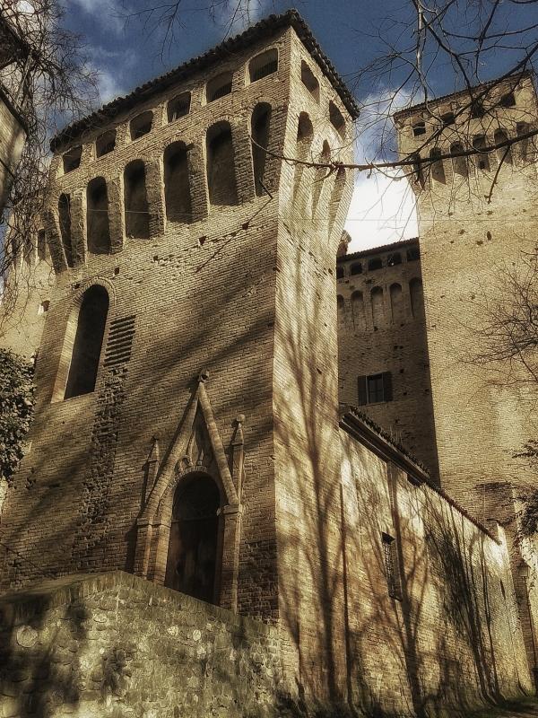 20170225 104915-02-02 la torre della Posterla con portale sotto quella delle donne - Massimo F. Dondi - Vignola (MO)