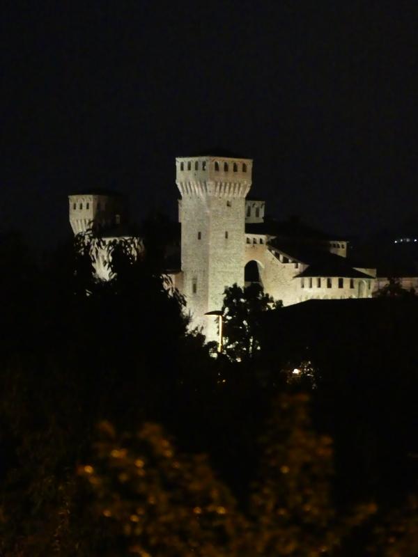 20170825215423 la torre Nonantolana notte di luna crescente - Massimo F. Dondi - Vignola (MO)