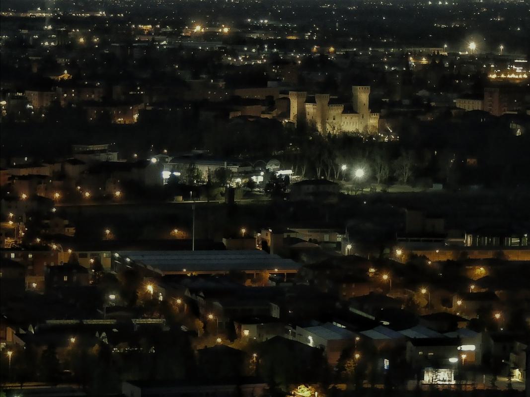 20170405185020-03-01 veduta notturna della città - Massimo F. Dondi - Vignola (MO)