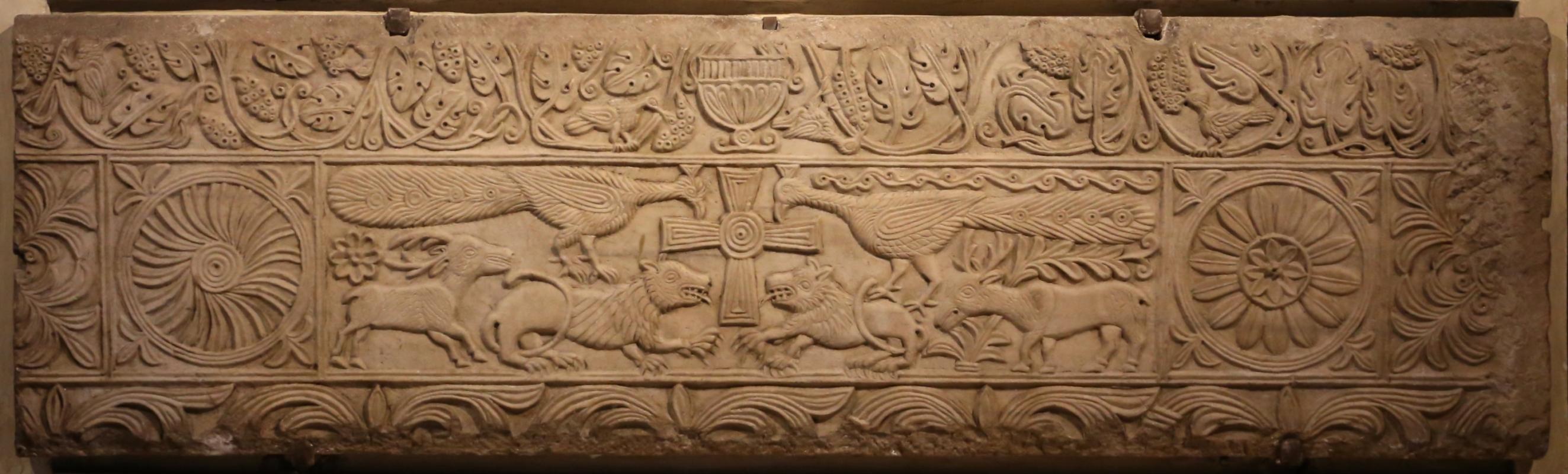Lastra con la croce e animali affrontati, ix secolo 2 - Sailko - Modena (MO)