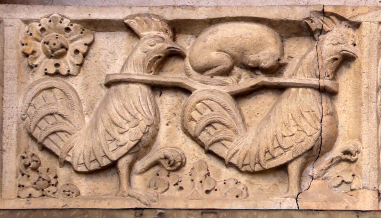 Ambito di wiligelmo, porta della pescheria, 03 favole di esopo, 01 galli che trasportano volpe (vigilanza) - Sailko - Modena (MO)