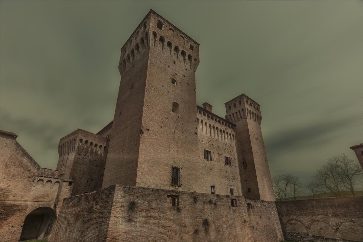 La Rocca - Lunga esposizione - Quart1984 - Vignola (MO)