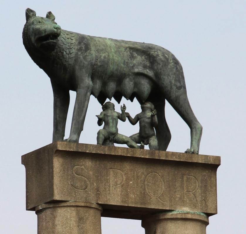 001904 monumento alla lupa - Gialess - Piacenza (PC)