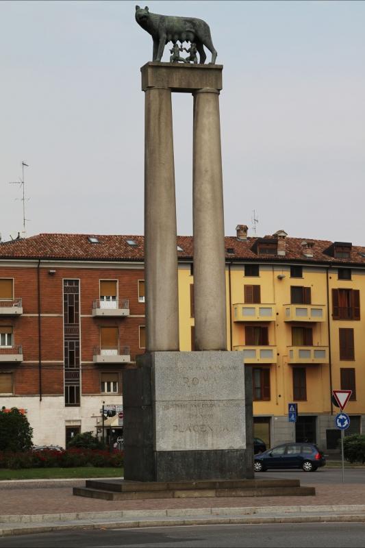 001903 monumento alla lupa - Gialess - Piacenza (PC)