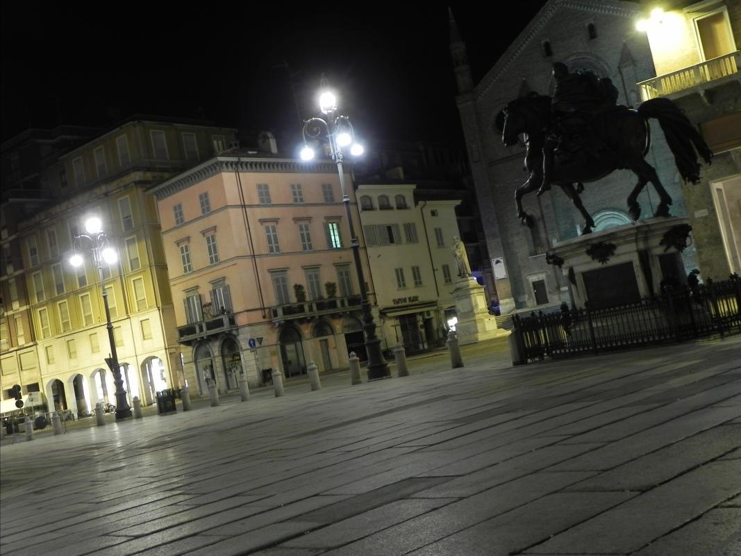 Statua equestre con piazza - Mara galli - Piacenza (PC)