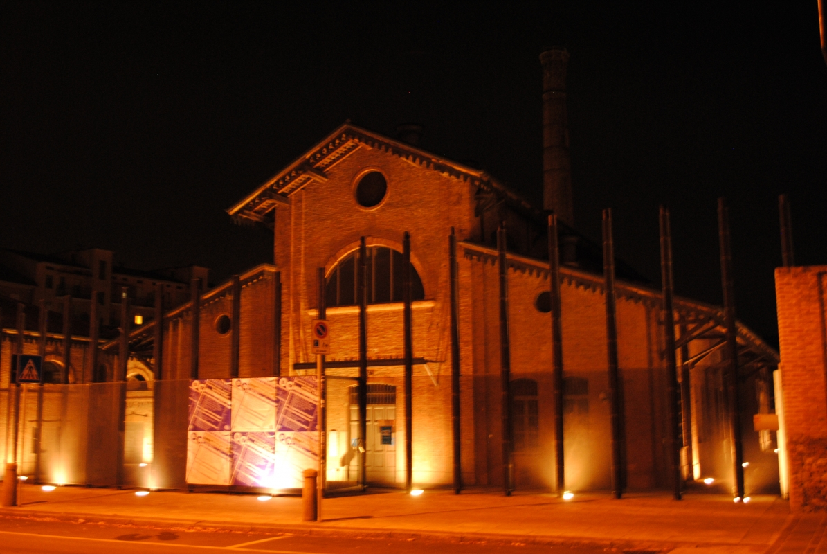 Urban center - notturno - Phabius - Piacenza (PC)