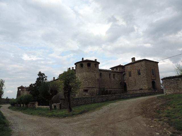 Panoramica del castello di Agazzano - Paperkat - Agazzano (PC)