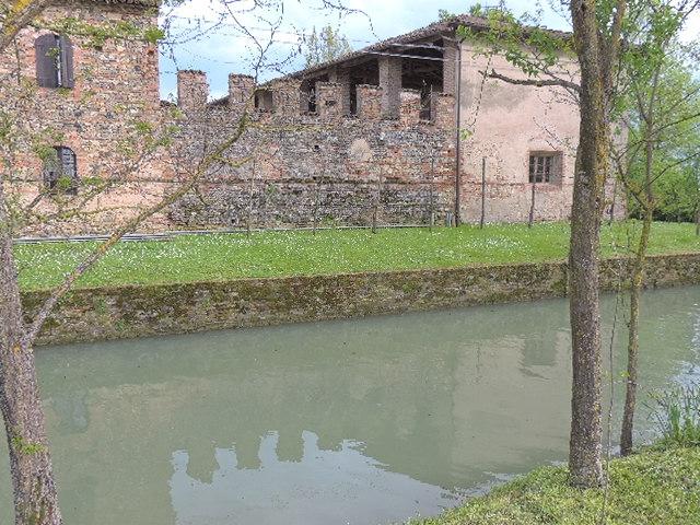 Il riflesso del castello - Paperkat - Pontenure (PC)