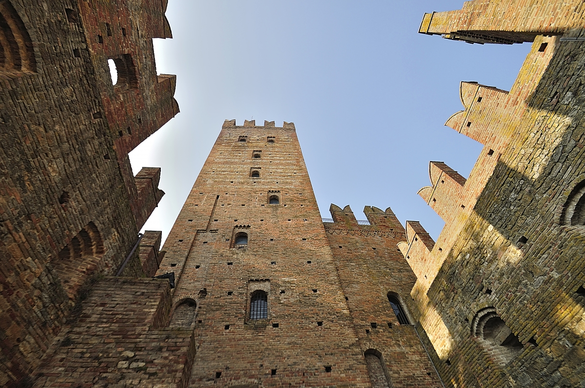 \'Guardando verso il cielo\' - Carlo grifone - Castell'Arquato (PC)