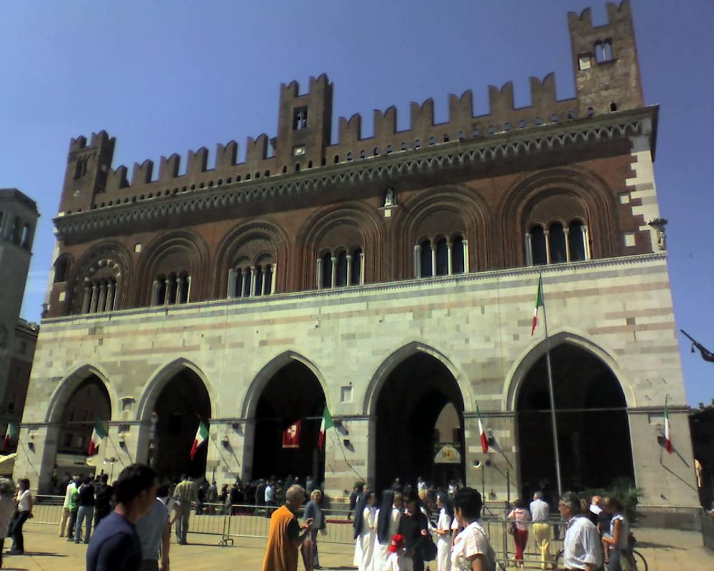Facciata del palazzo dei mercanti - Manuel.frassinetti - Piacenza (PC)