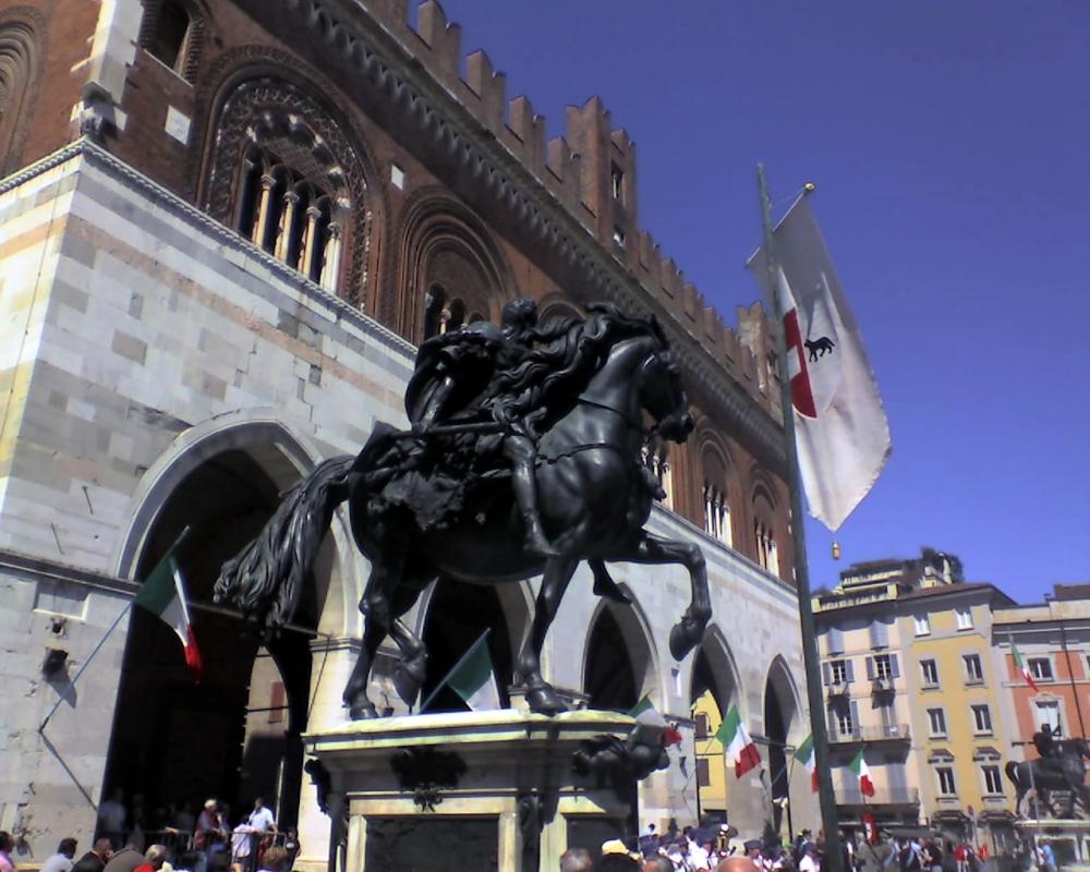 Statua equestre sul lato est della piazza - Manuel.frassinetti - Piacenza (PC)