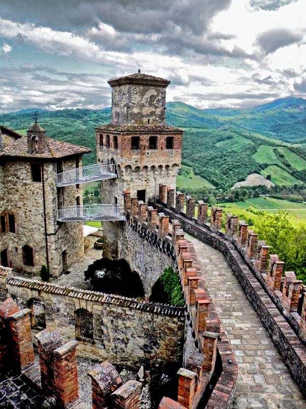 Le fortificazioni di Vigoleno viste dall'Alto - Annalisa.Caretto - Vernasca (PC)
