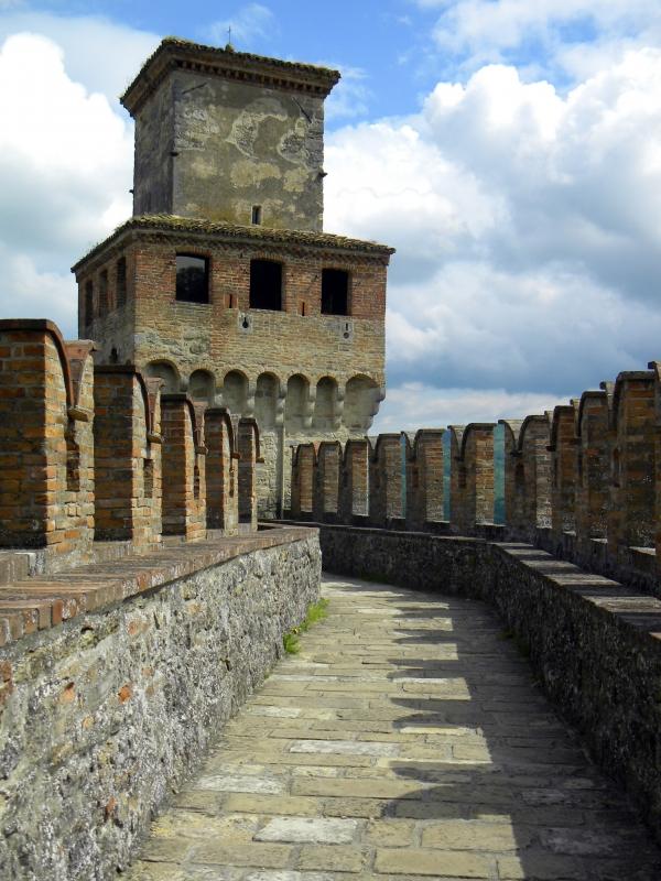 Lungo il camminamento della Rocca di Vigoleno - Annalisa.Caretto - Vernasca (PC)