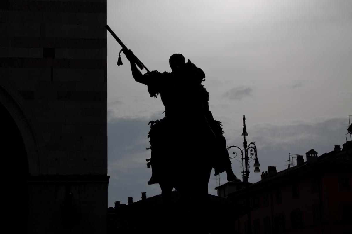 Statua equestre al tramonto - Filmarche - Piacenza (PC)