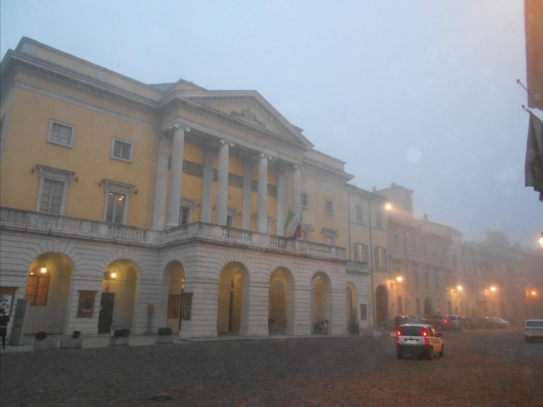 Teatro municipale nella nebbia di Gennaio - Michele aldi - Piacenza (PC)
