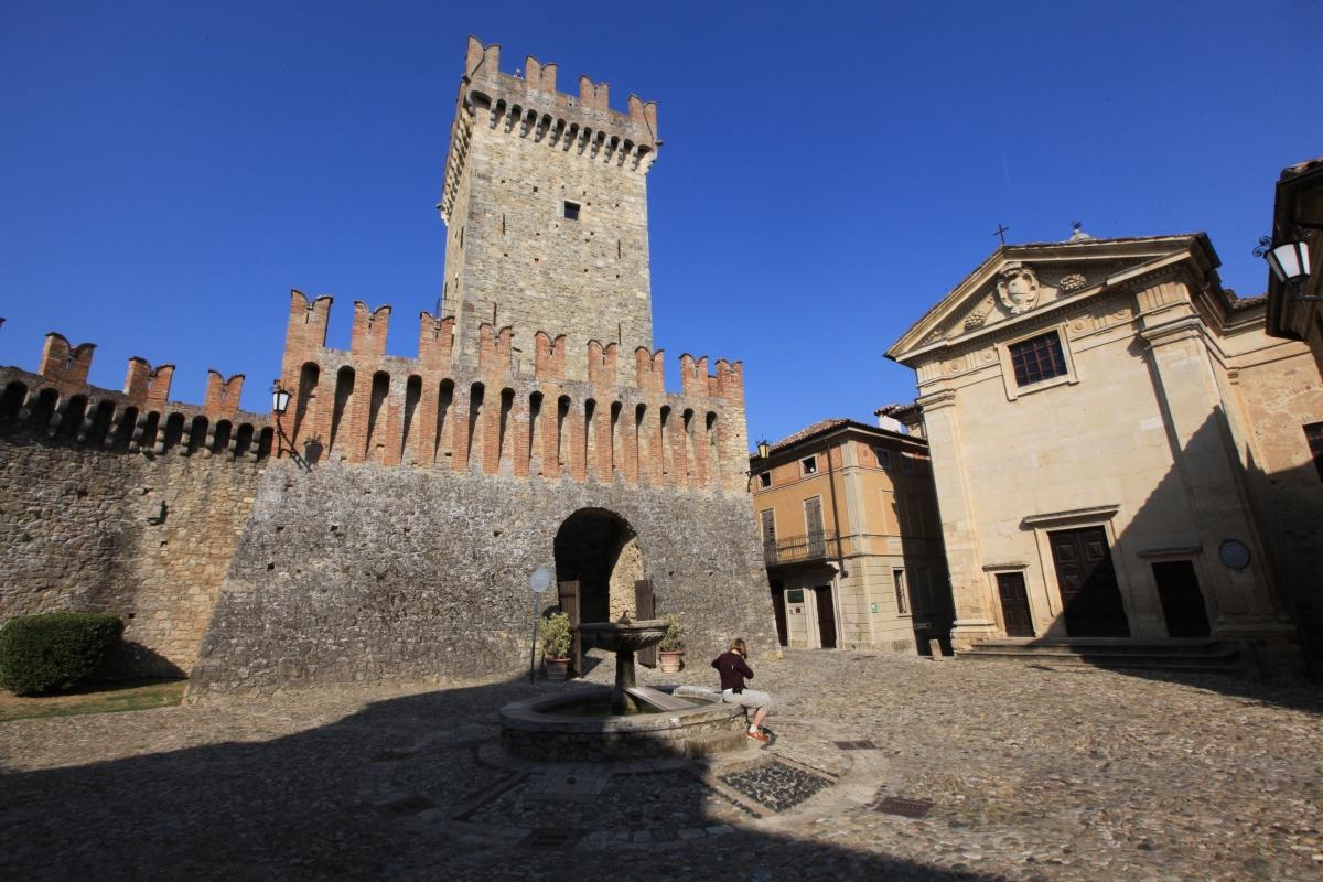 Il borgo e castello - Bruschi alberto - Vernasca (PC)