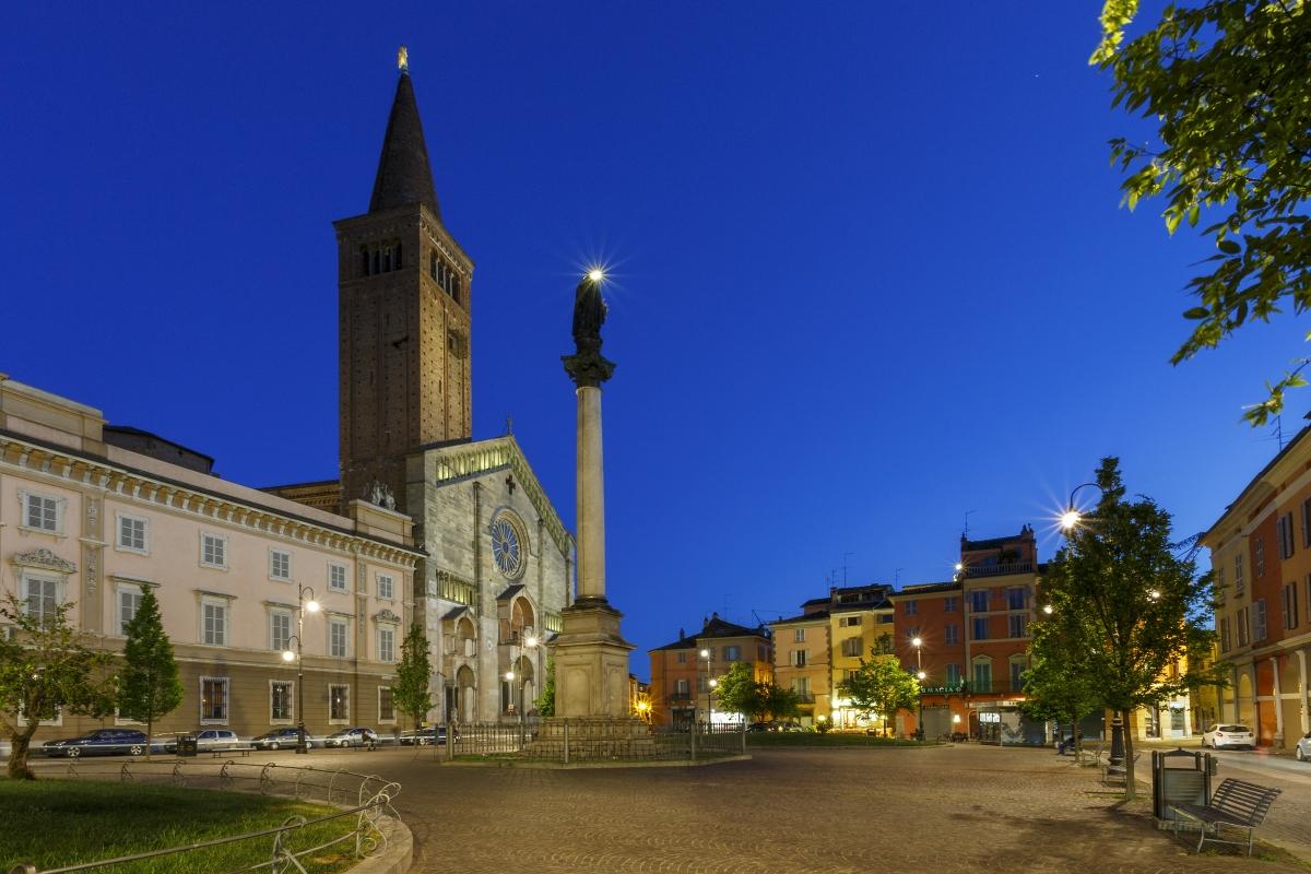 Piazza Duomo 14 - Mario Carminati - Piacenza (PC)