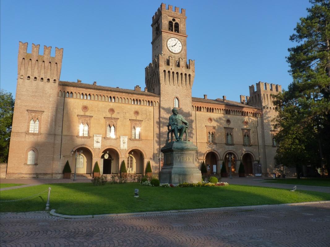 Veduta di Rocca Pallavicino da Piazza Giuseppe Verdi - Busseto - IL MORUZ - Busseto (PR)