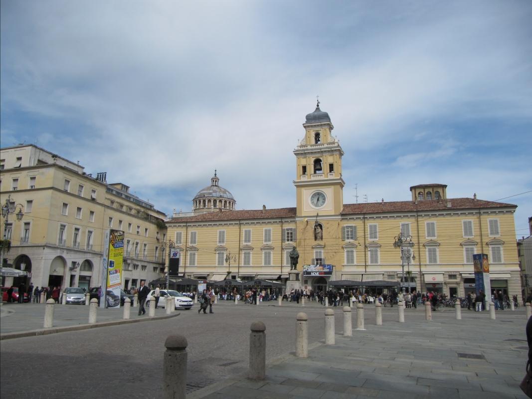 Piazza Garibaldi e palazzo del Governatore - Anna pazzaglia - Parma (PR)