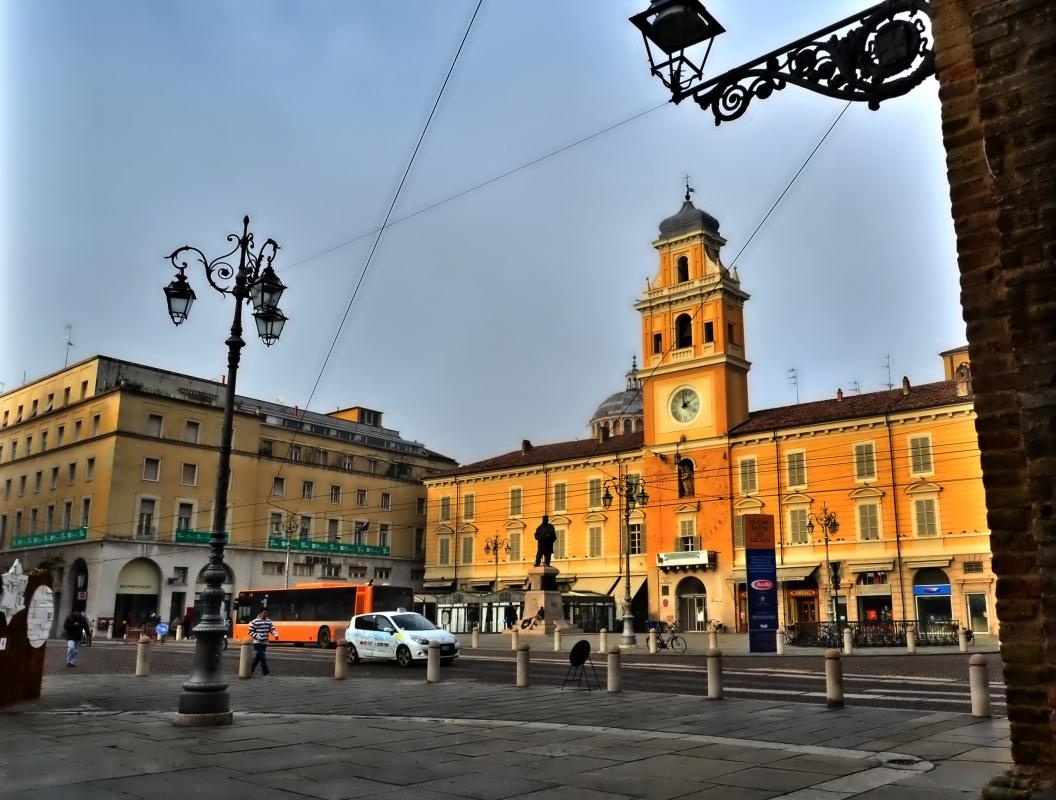 Il prestigioso palazzo del governatore - Paperkat - Parma (PR)