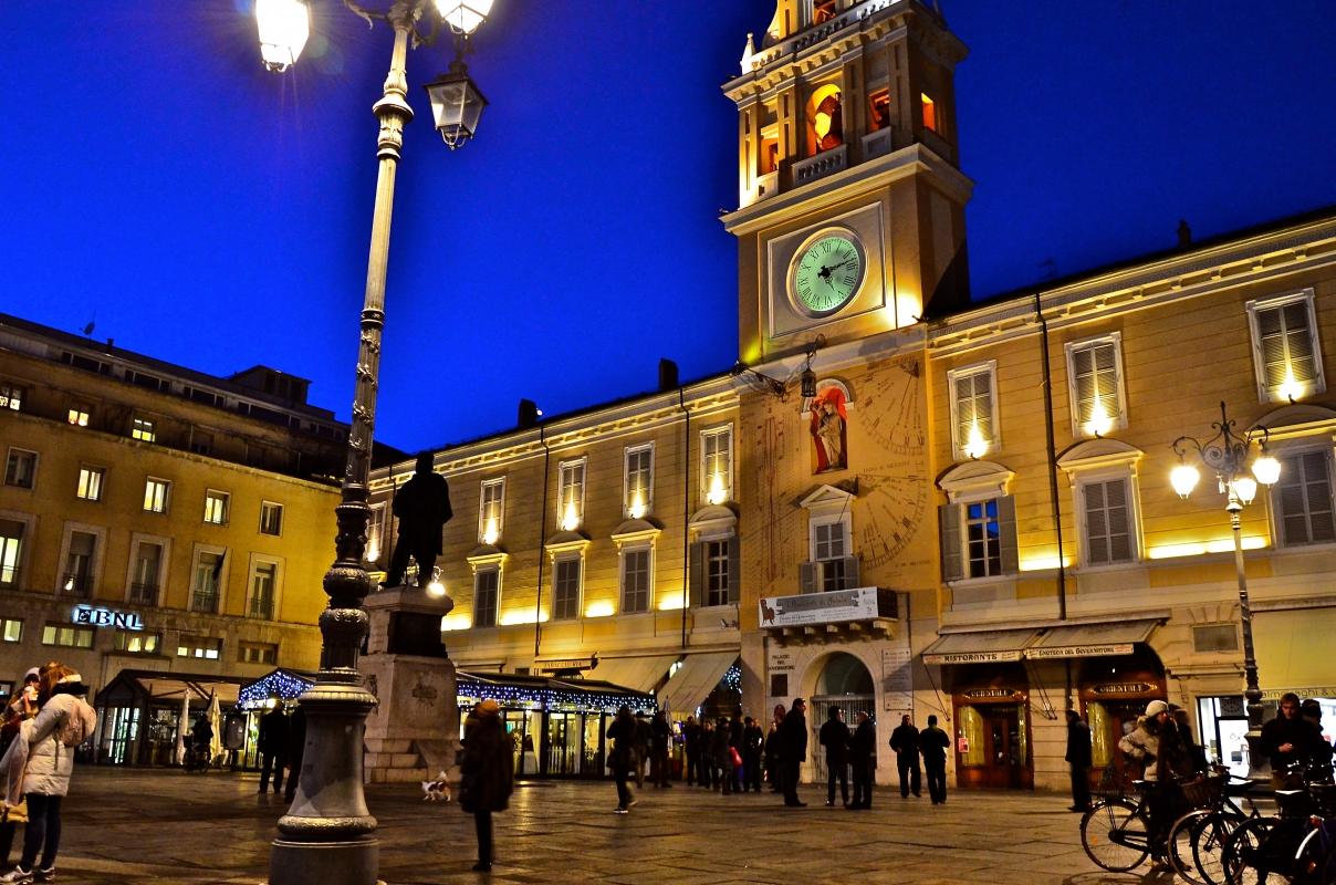 Piazza Garibaldi con il Palazzo del Governatore - Caba2011 - Parma (PR)