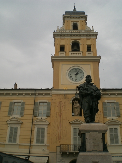 Palazzo del Governatore e statua di Garibaldi - Elitp87 - Parma (PR)