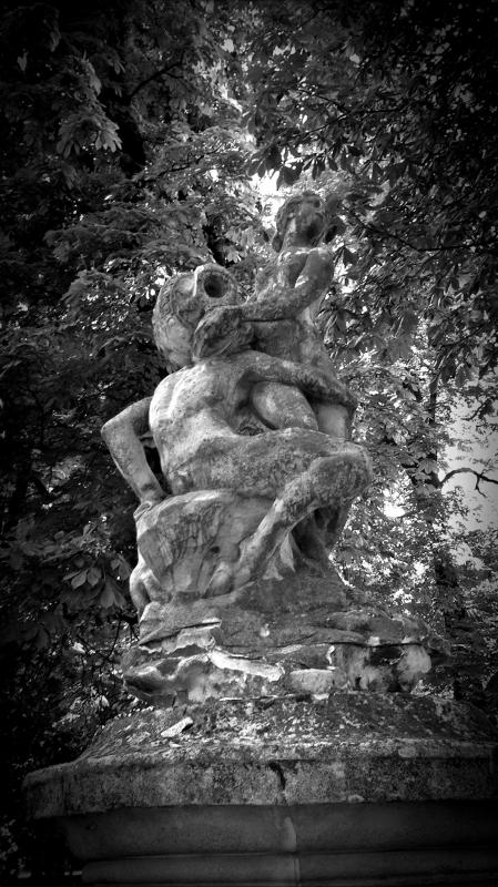 Abbraccio scultoreo - Rocco93555 - Parma (PR)
