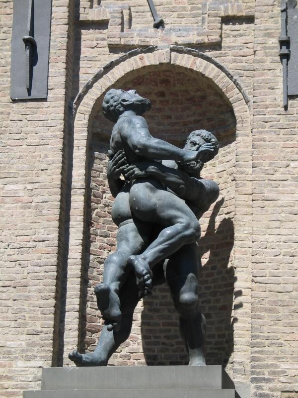 """Statua di Ercole e Anteo nel Palazzo del Comune di Parma, chiamata in dialetto Parmigiano """"I du Brassè"""" - Carloferrari - Parma (PR)"""