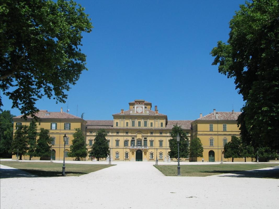 Il Palazzo Ducale all'interno del Parco Ducale di Parma - Carloferrari - Parma (PR)