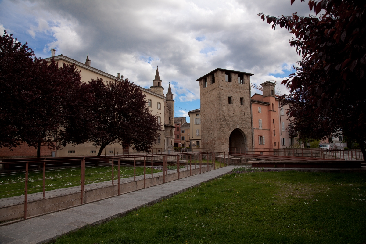 Piazza grando con torre - Albertobru - Fidenza (PR)