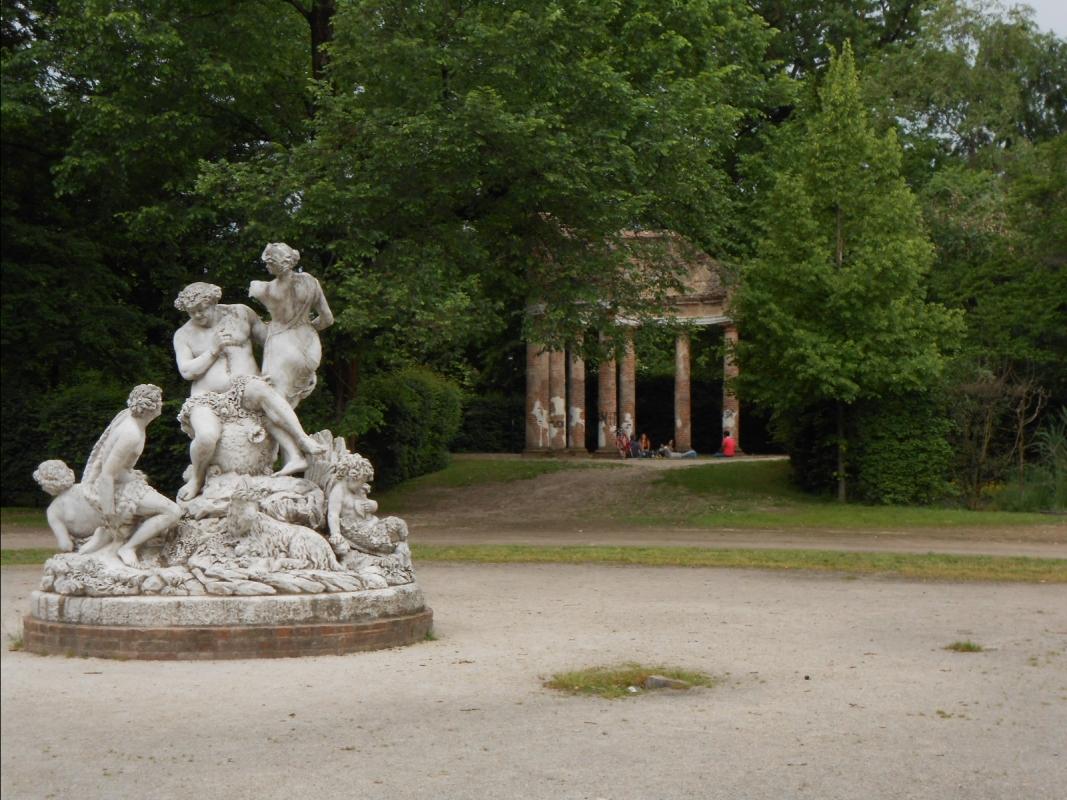 Parco Ducale a Parma (statua e tempietto) - Cristina Guaetta - Parma (PR)