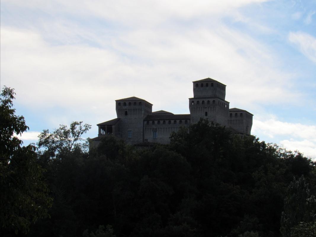 Dietro le fronde...il Castello! - Giorgia Lottici - Langhirano (PR)
