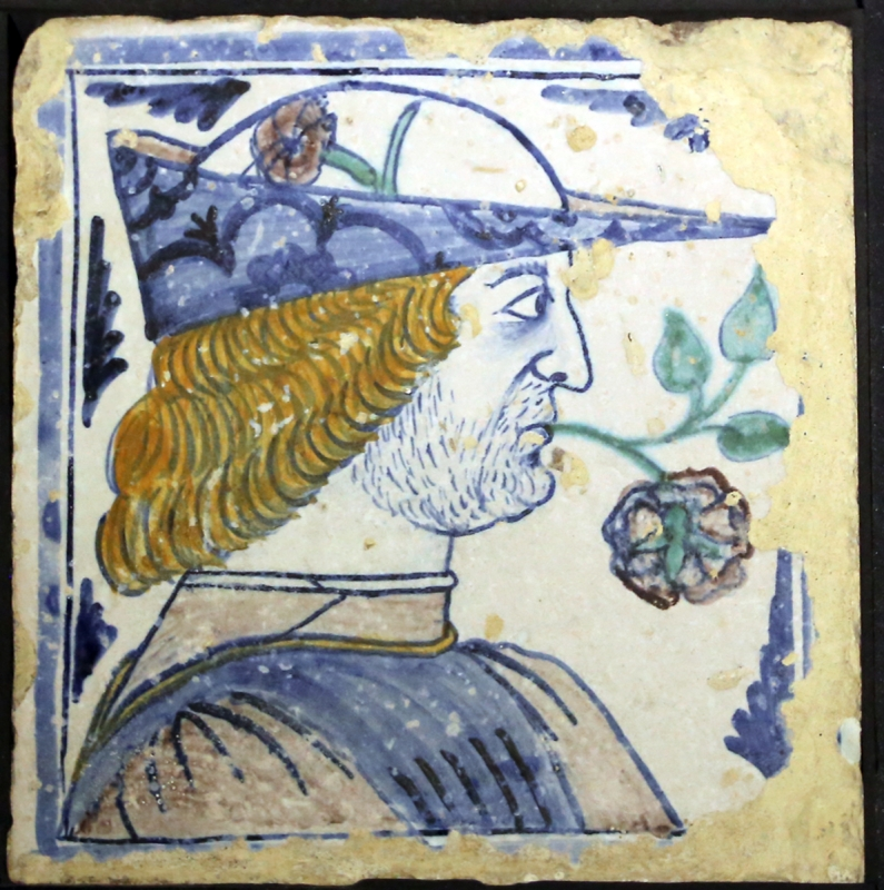 Bottega pesarese, pavimento maiolicato dal monastero di san paolo a parma, 1470-82 ca., uomo di profilo con berretto e rosa in bocca - Sailko - Parma (PR)