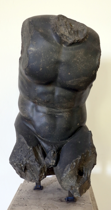 Tardo ellenismo, torso in basalto, collezione gonzaga - Sailko - Parma (PR)