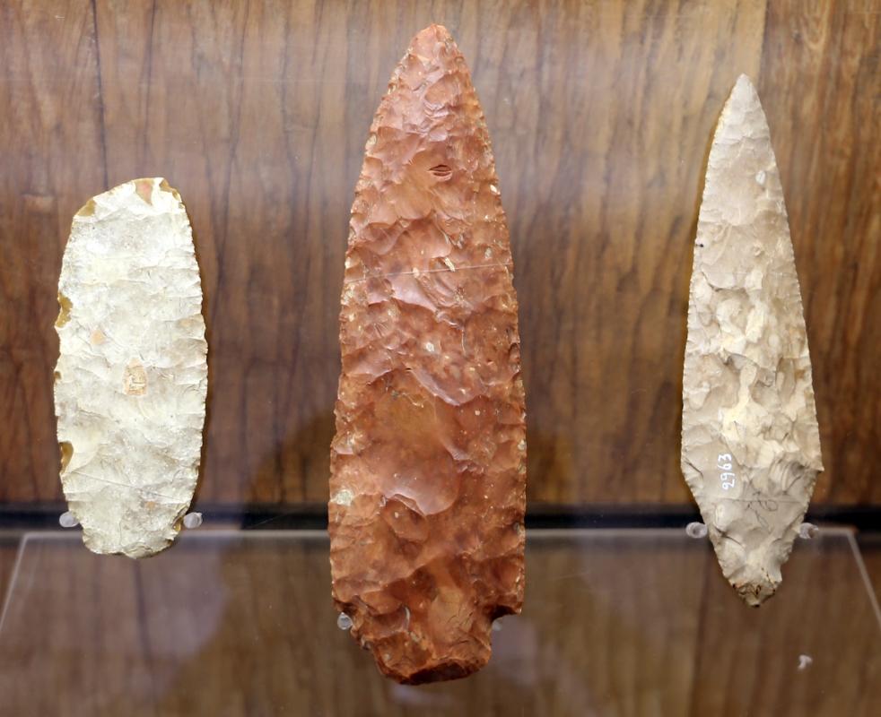 Età del rame, punte di pugnali in selce, da s. prospero, traversetolo e bedonia - Sailko - Parma (PR)