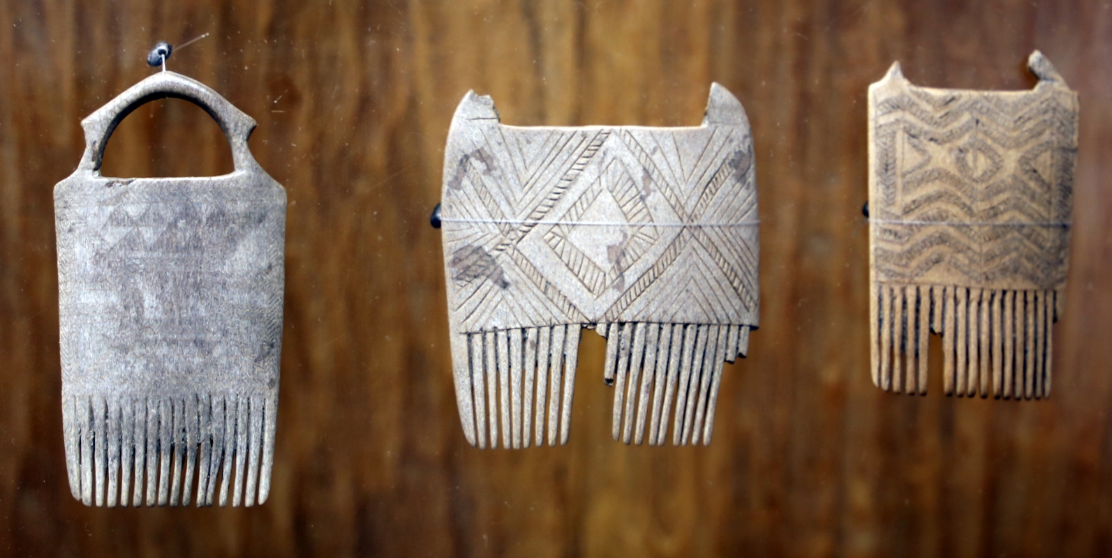 Bronzo medio e recente, pettini in corno di cervo, da castione dei marchesi, xvi-xii secolo ac. ca. 04 - Sailko - Parma (PR)