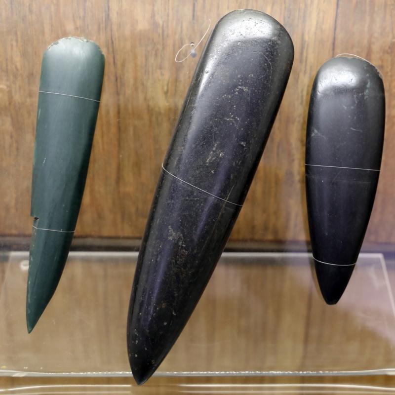 Asce rituali di tipo bégude, in pietra verde alpina levigata, da ciano d'enza, scandiano e loc. ignota del parmense, V millennio ac - Sailko - Parma (PR)